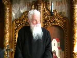 Parintele Gheorghe Calciu - in biserica